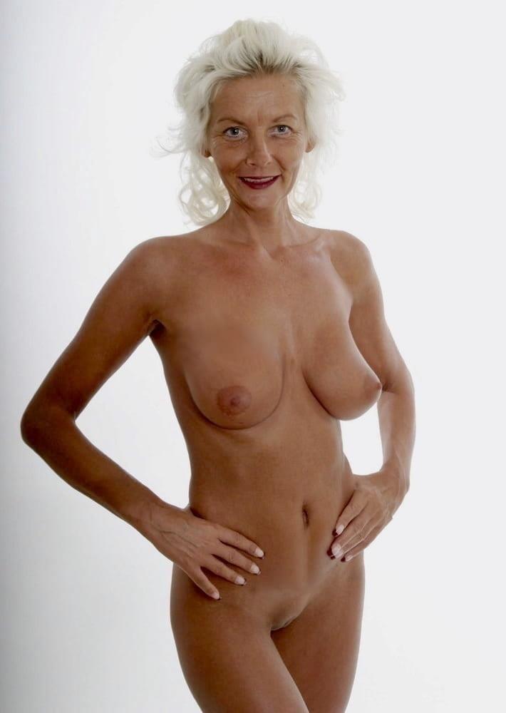 Naked granny porn-8497
