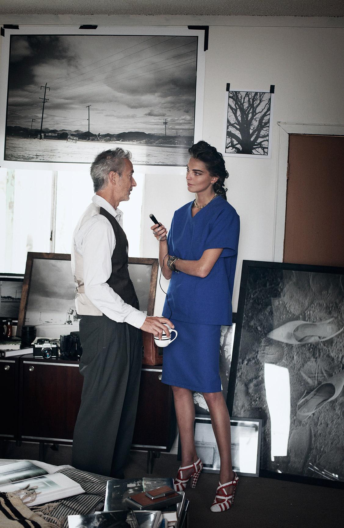 Дарья Вербовы и Дэвид Стрэтэйрн в заброшенном поселке / фотограф Питер Линдберг / фото 09