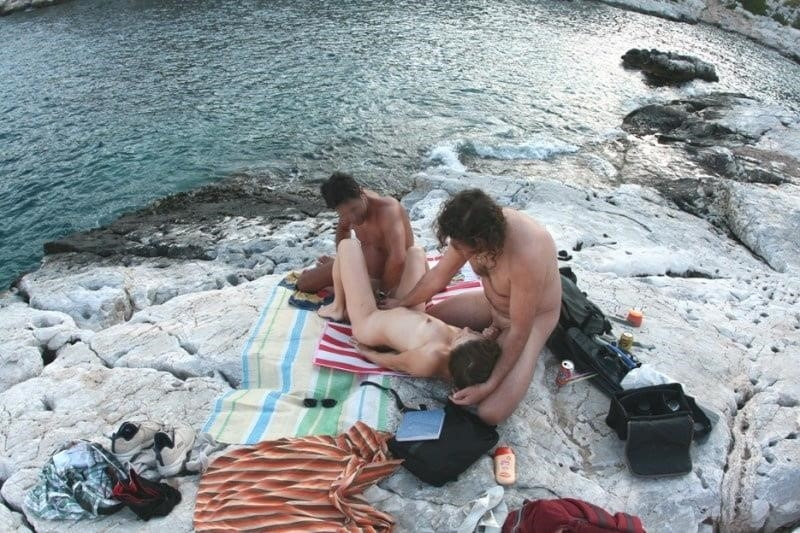 Amateur public threesome-1197