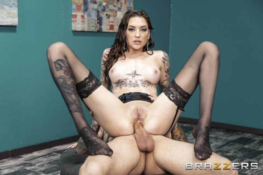 Rocky Emerson, Small Hands – Fucked Out Of Frame – Brazzers Exxtra – Brazzers