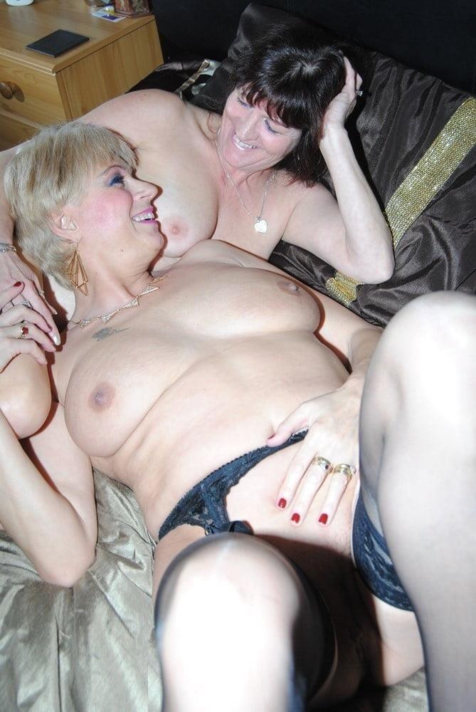 Nude mature lesbians-8576
