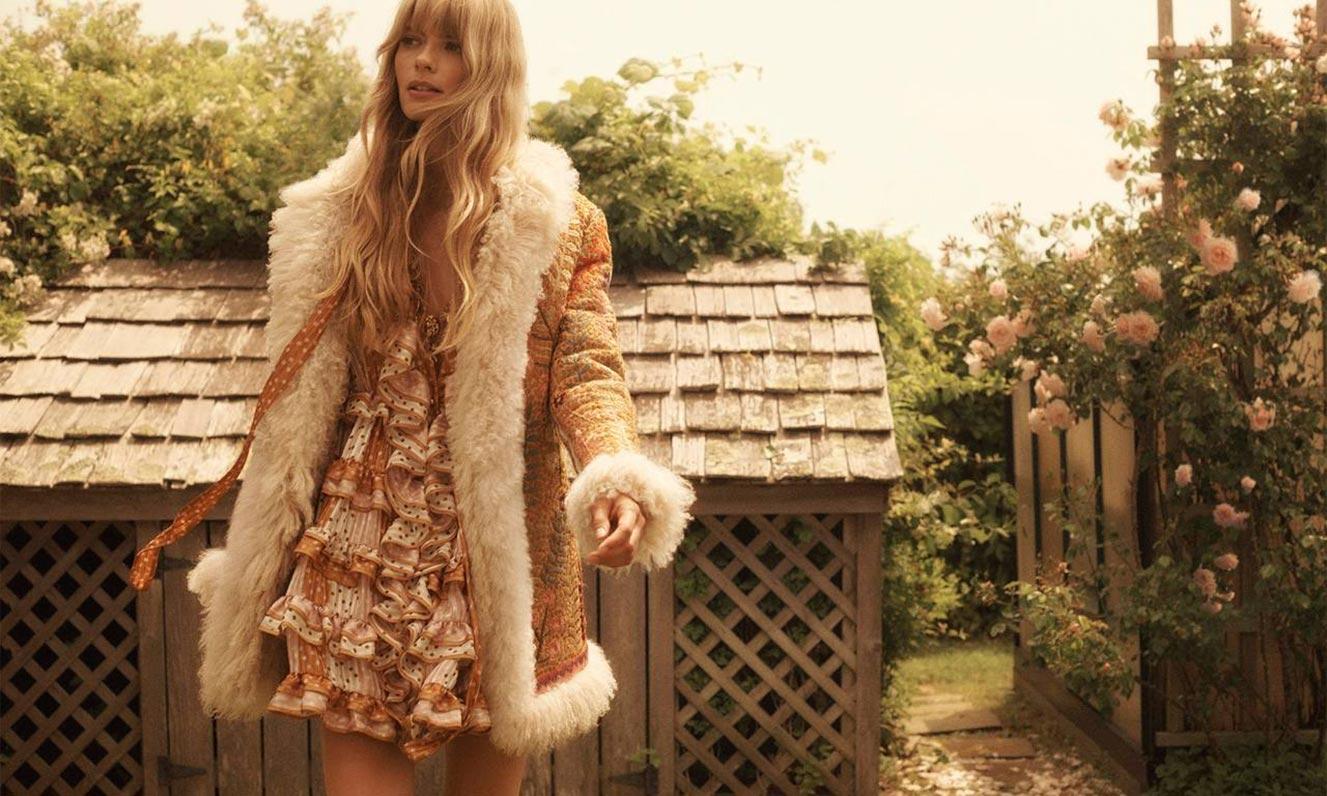 Джулиа Стегнер в одежде из модной коллекции Zimmermann, сезон осень-зима 2020-2021 / фото 05
