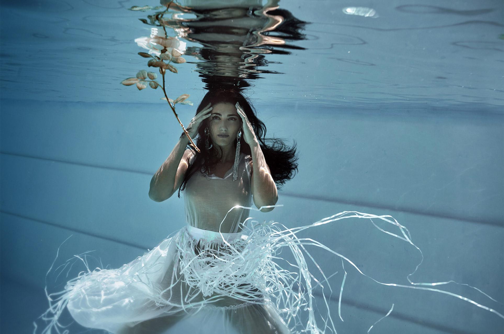 Ольга Джарти под водой / фото 01