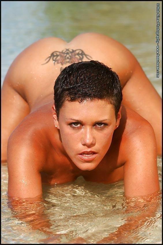 Beautiful fit naked women-9839