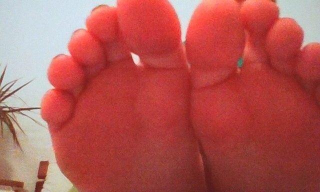 Teacher worship student feet-8058