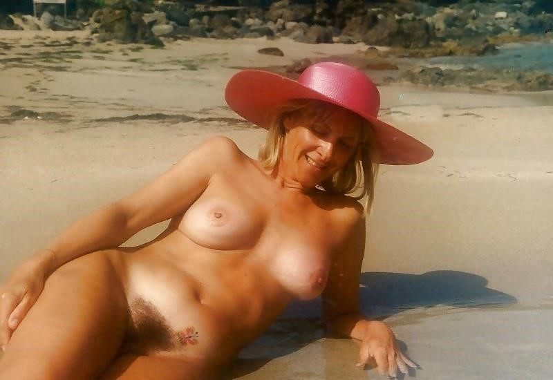 Natural tits on the beach-2438