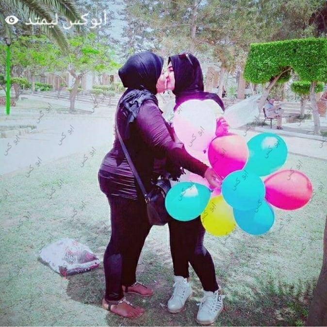 Lesbian navel kiss-9152
