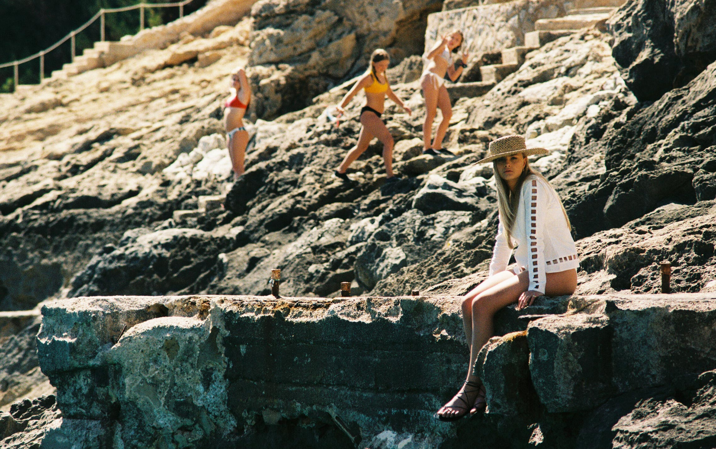 Бритни ван дер Стин в пляжной одежде модного бренда Rada Bryant, весна-лето 2020 / фото 17