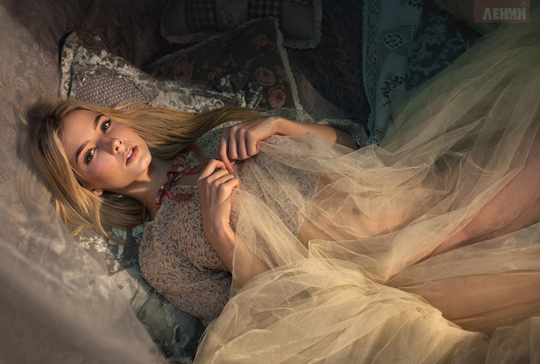 сексуальная Катерина Ширяева и ее игрушки / Ekaterina Shiryaeva by Sergei Lenin