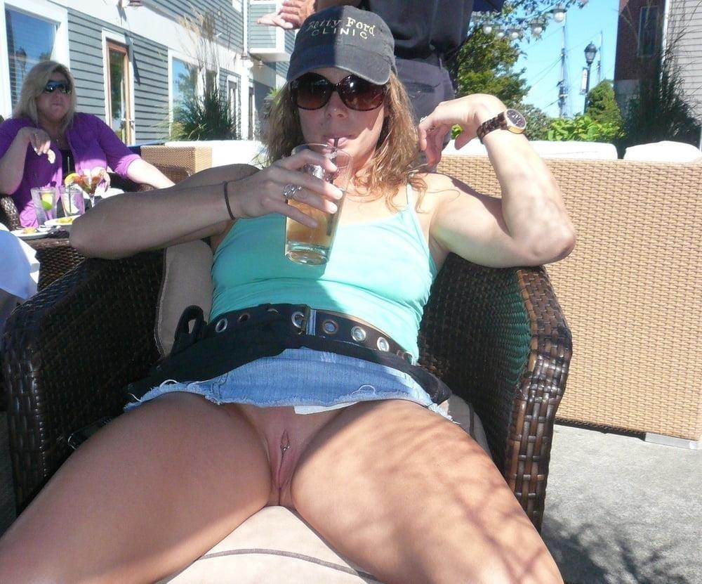 Mature women upskirt no panties-6806