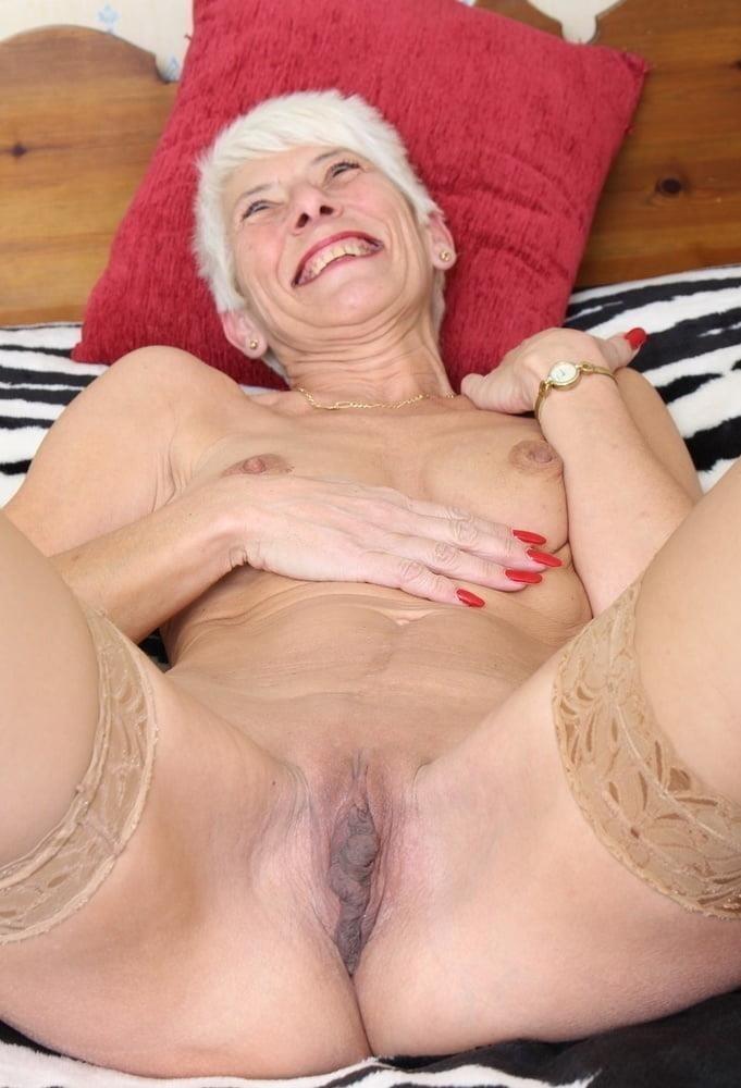Naked granny porn-8805