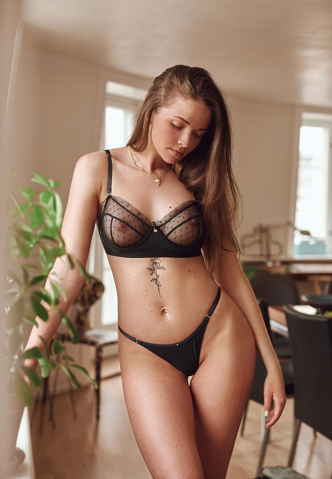 Симона в кружевном нижнем белье / фото 02