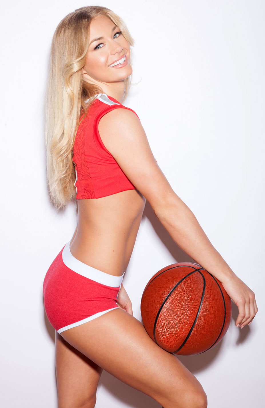 Никки Ли играет в баскетбол в форме команды Ohio State Buckeyes / Nikki Leigh - College Basketball