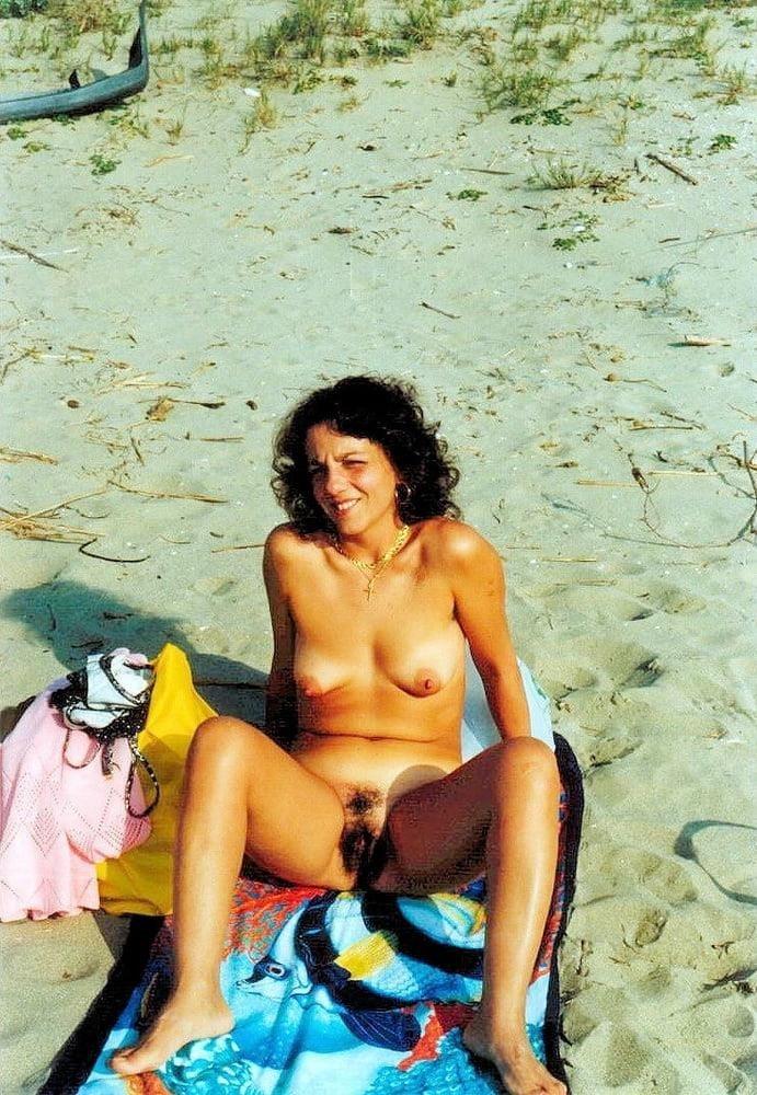Public beach swinger-1761