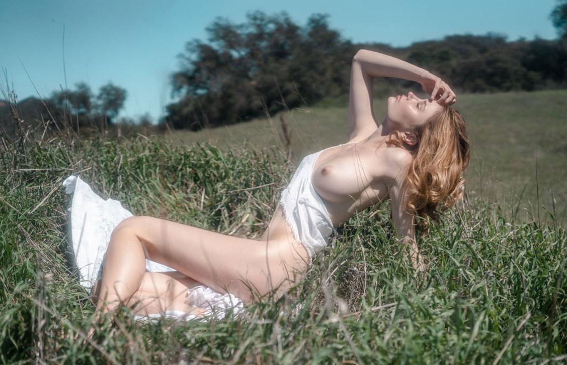 Laundry Sexy Day / Natasha Eklove, Sydney van Til, Jesse Renae by Piers Bosler