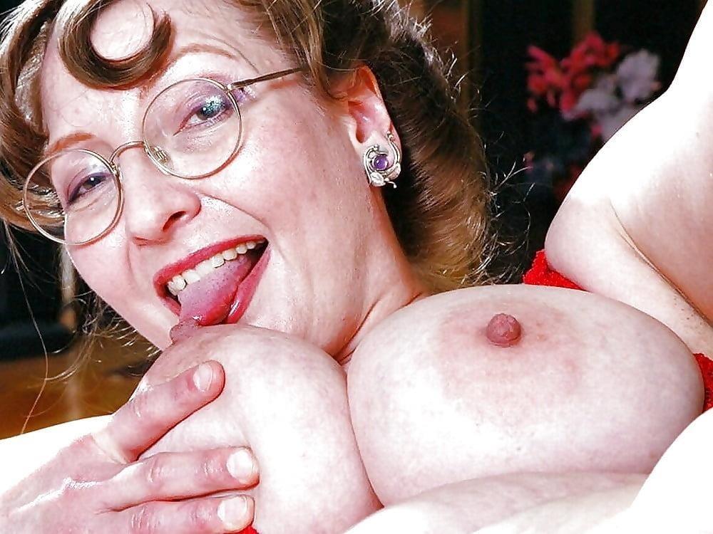 Huge big tits pic-5274