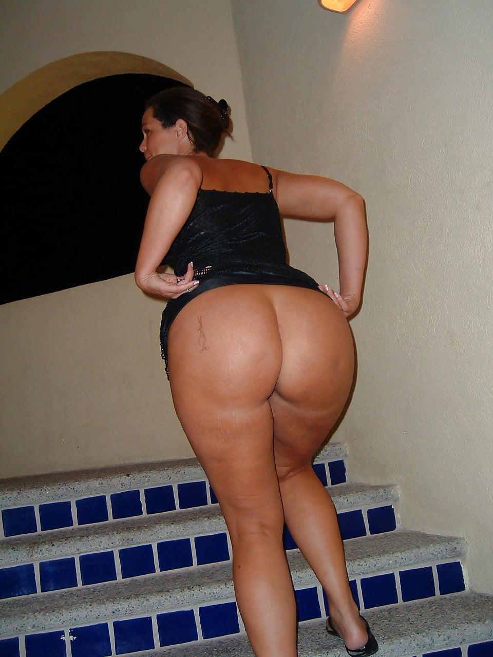 Public up skirt no panties-9423