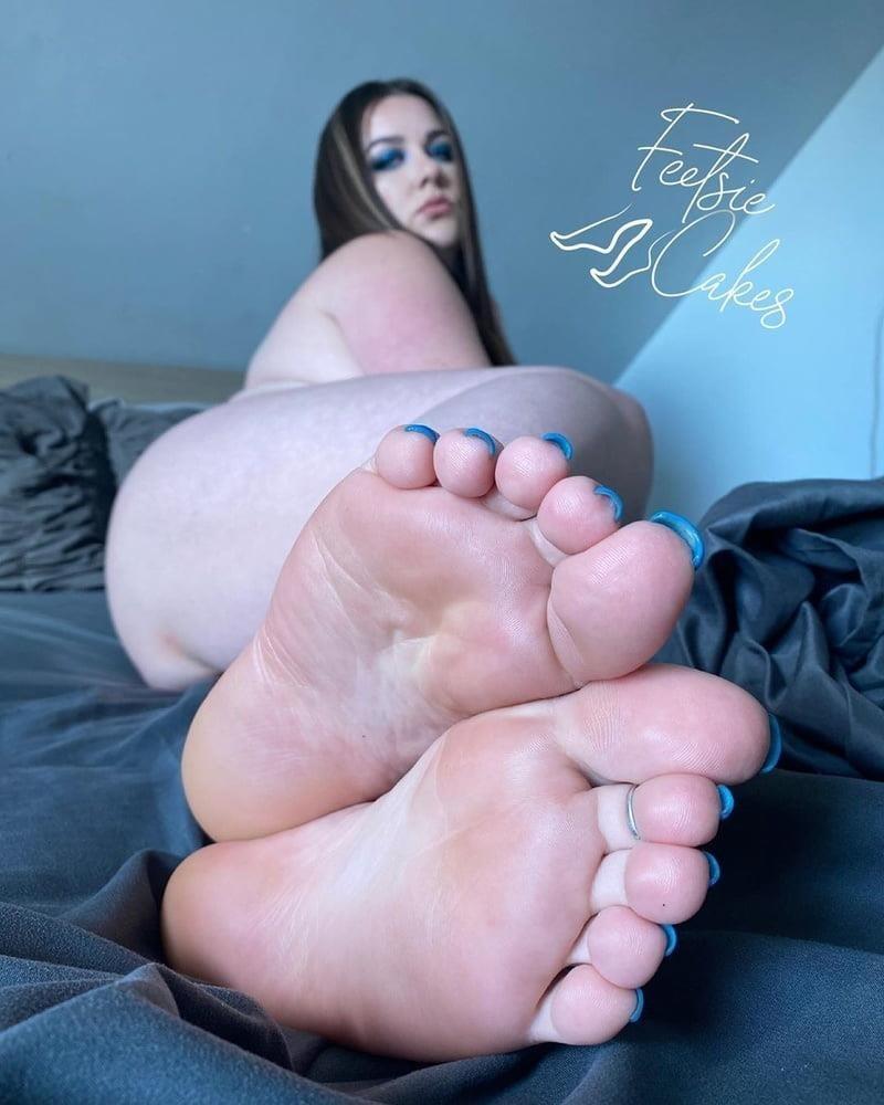 Beautiful feet babes-4260