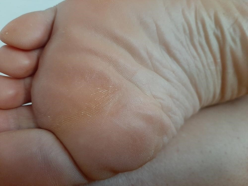 Milf bare soles-9560