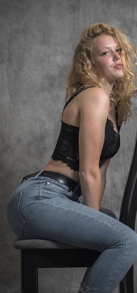 Big butt bukkake-9863