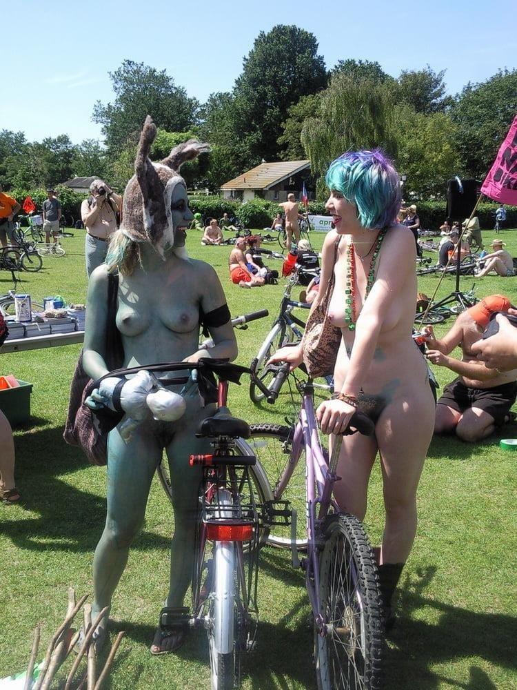 Latina public nude-8833