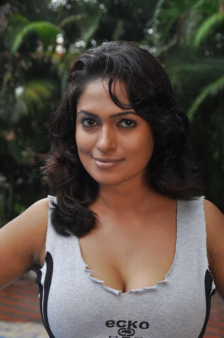 Bollywood actress big boobs photos-2249