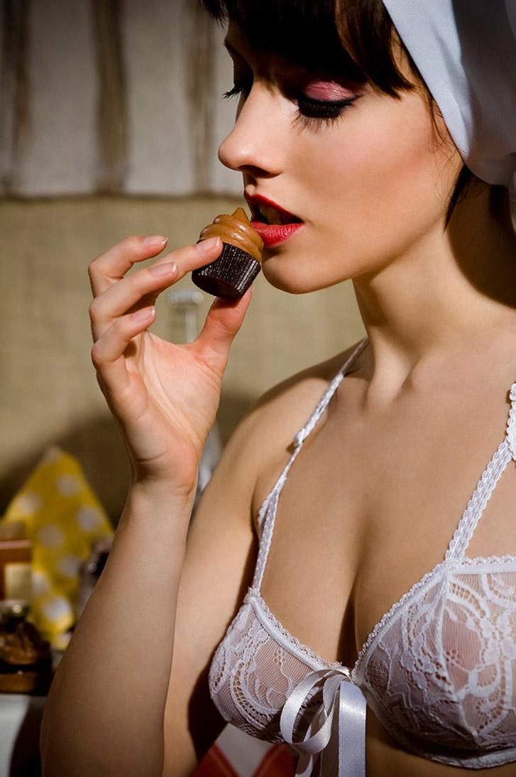 Сабина готовит сексуальный десерт / фото 09