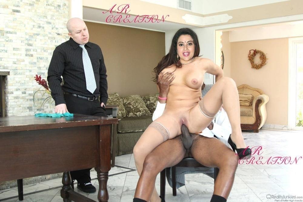 Meena hot kiss-5907