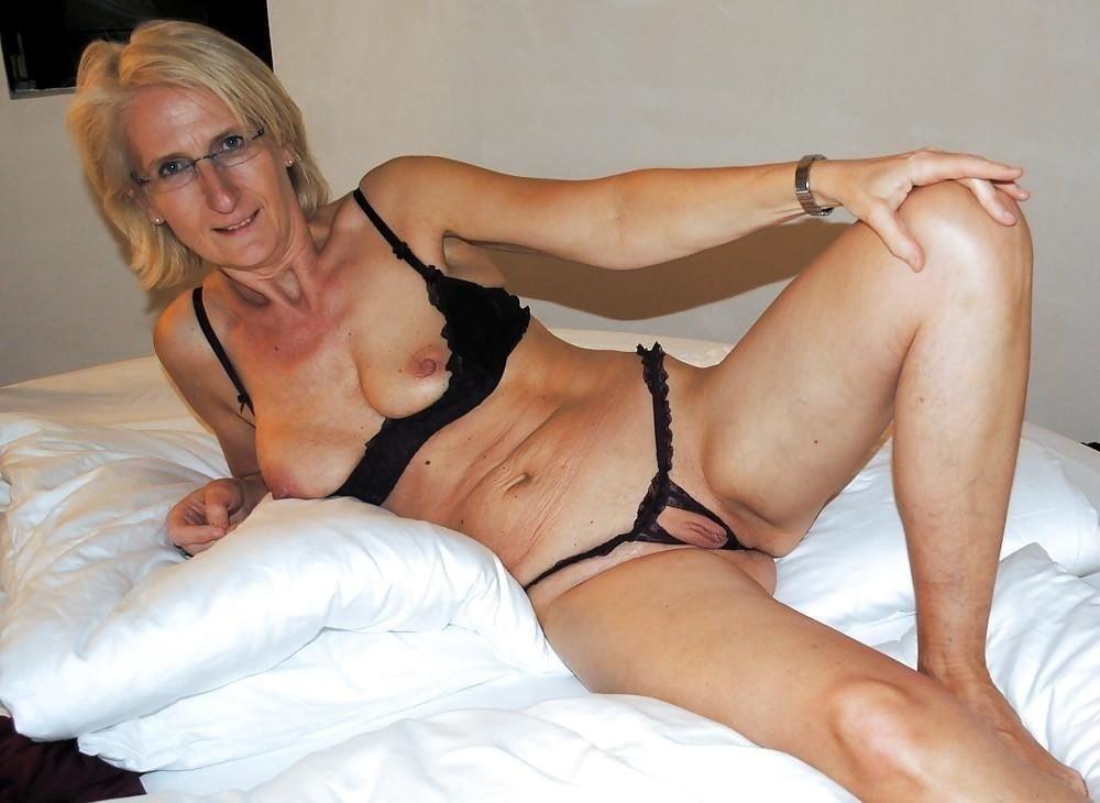 Older women cunnilingus-2154