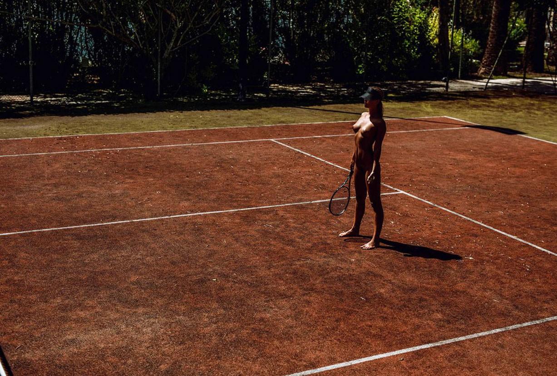 Играем в теннис с Марисой Папен / Marisa Papen nude by Jasper Suyk - Love Game