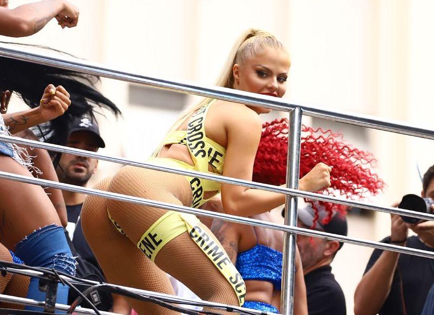 Luísa Sonza semi nua no carnaval 2020