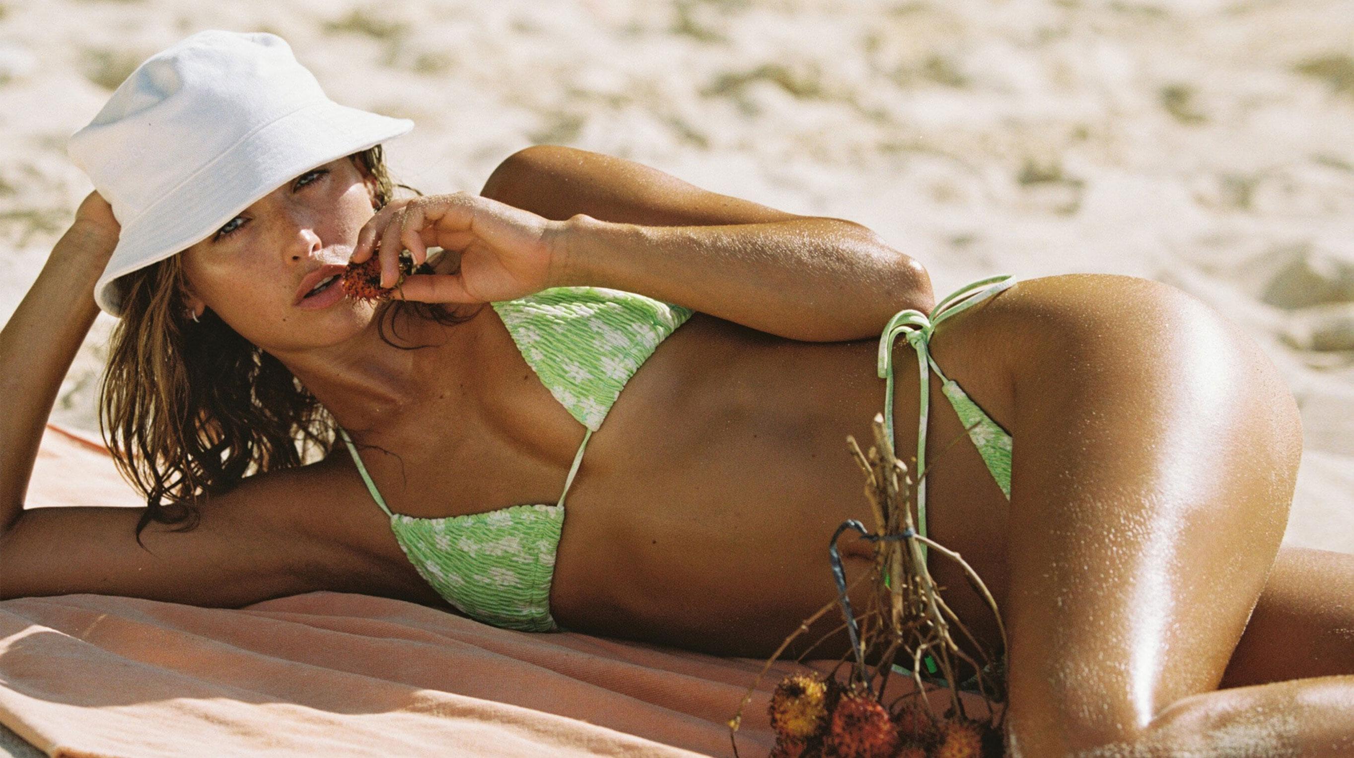 Каролина Санчес в купальниках модного бренда Triangl Swimwear / фото 12