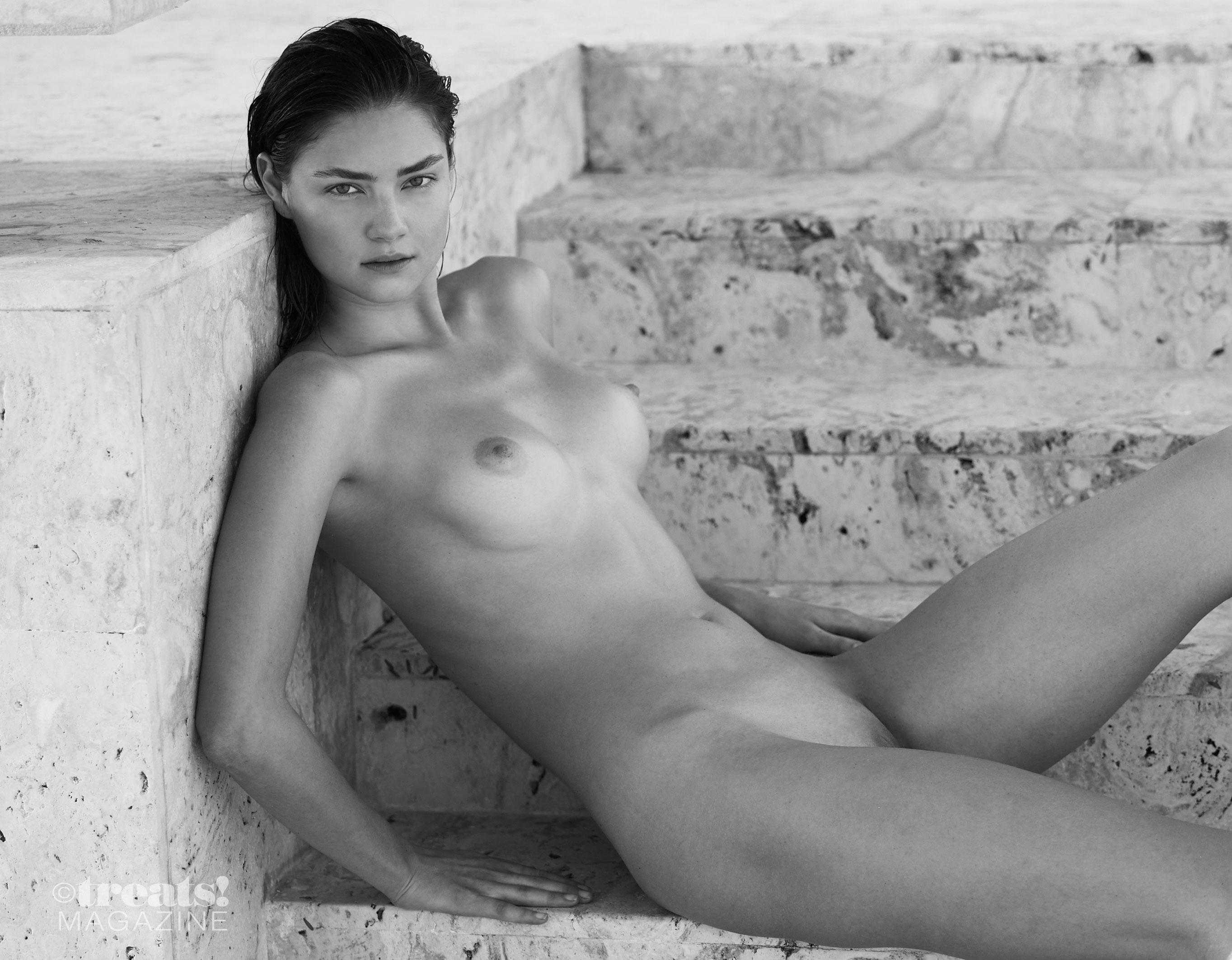 голая Вика Левина на страницах журнала Treats! / фото 15