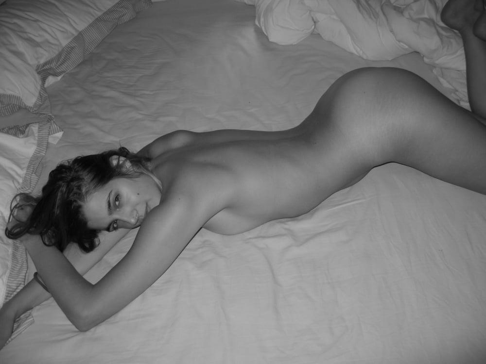 Latina nude selfie-7707