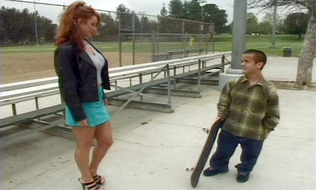 Alexandra Quinn - Дала трахнуть карлику скейтбордисту / Midgets on Wheels (2000)