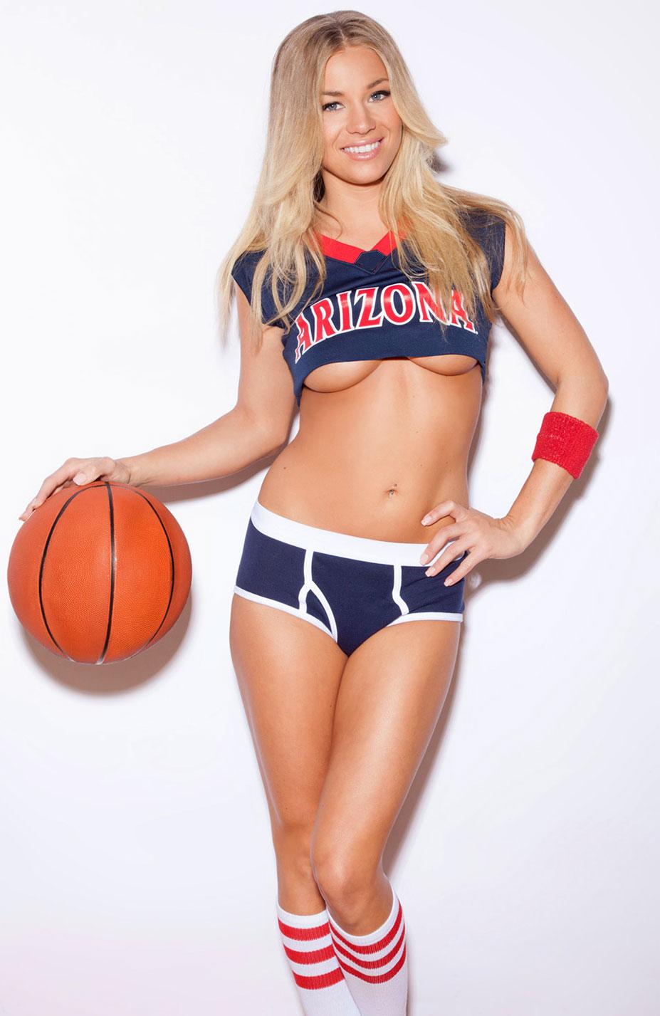 Никки Ли играет в баскетбол в форме команды Arizona Wildcats / Nikki Leigh - College Basketball