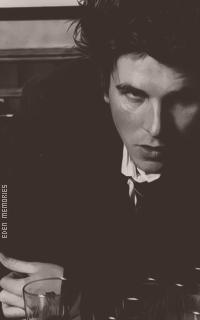 Christian Bale - Page 2 RsovehUa_o