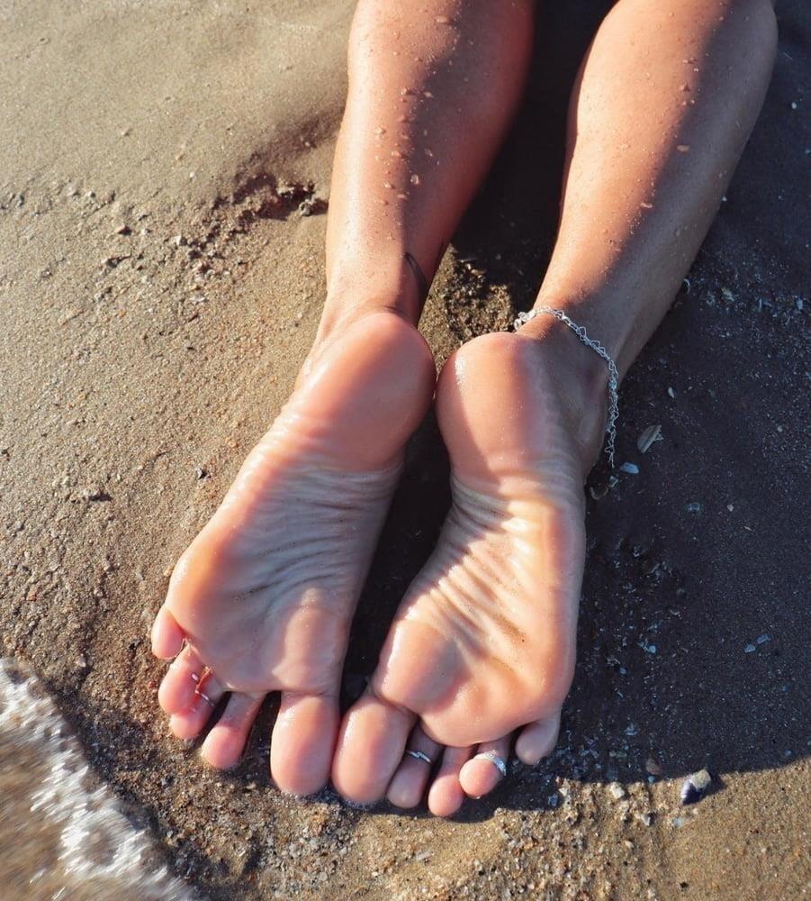 Beautiful feet babes-5698