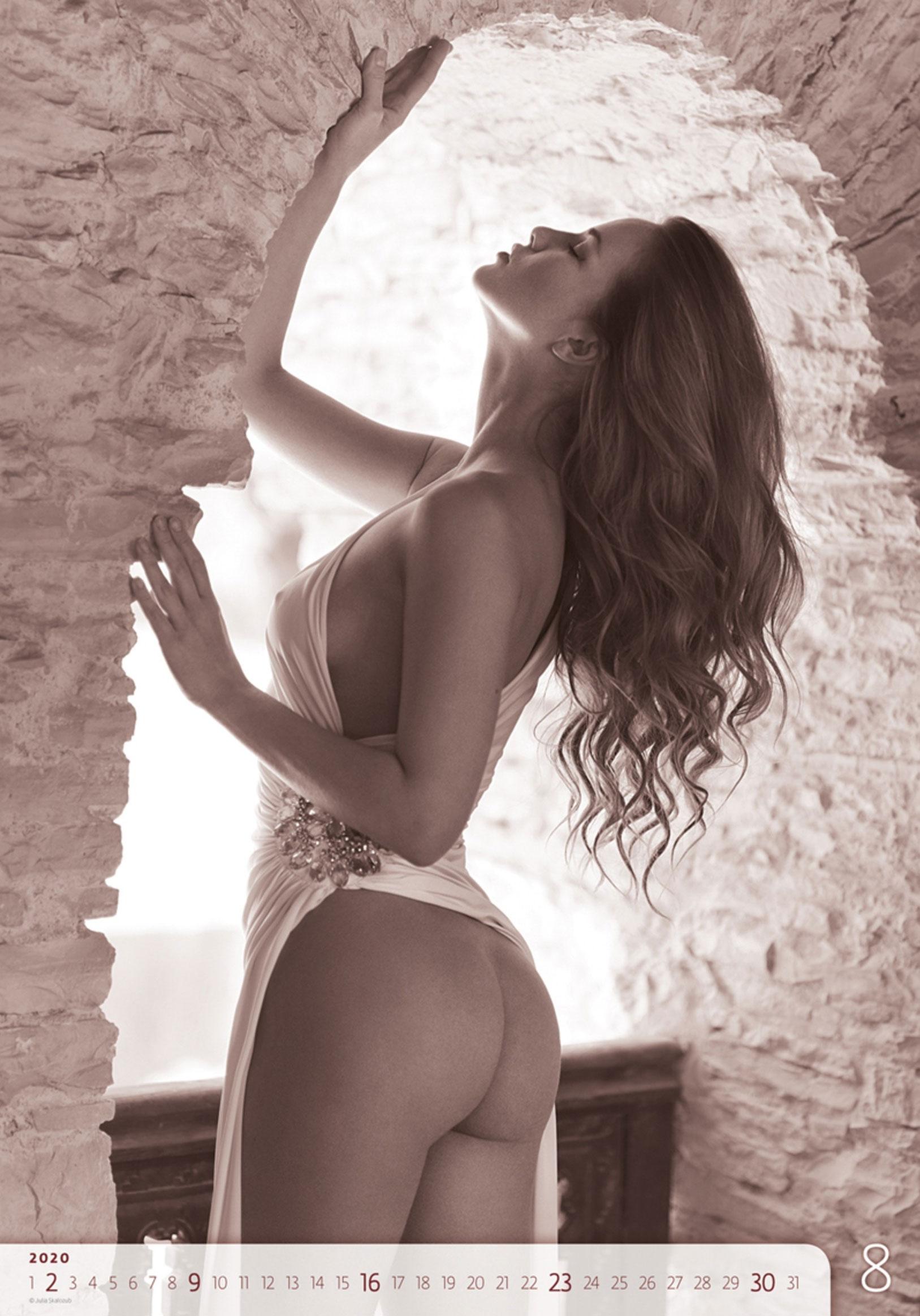 Сексуальные голые девушки в календаре на 2020 год, фотограф Юлия Скалозуб / август
