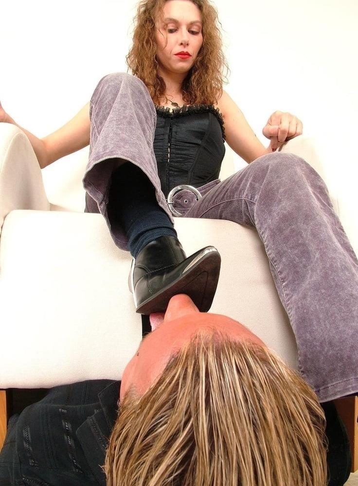Victoria feet slave-1059