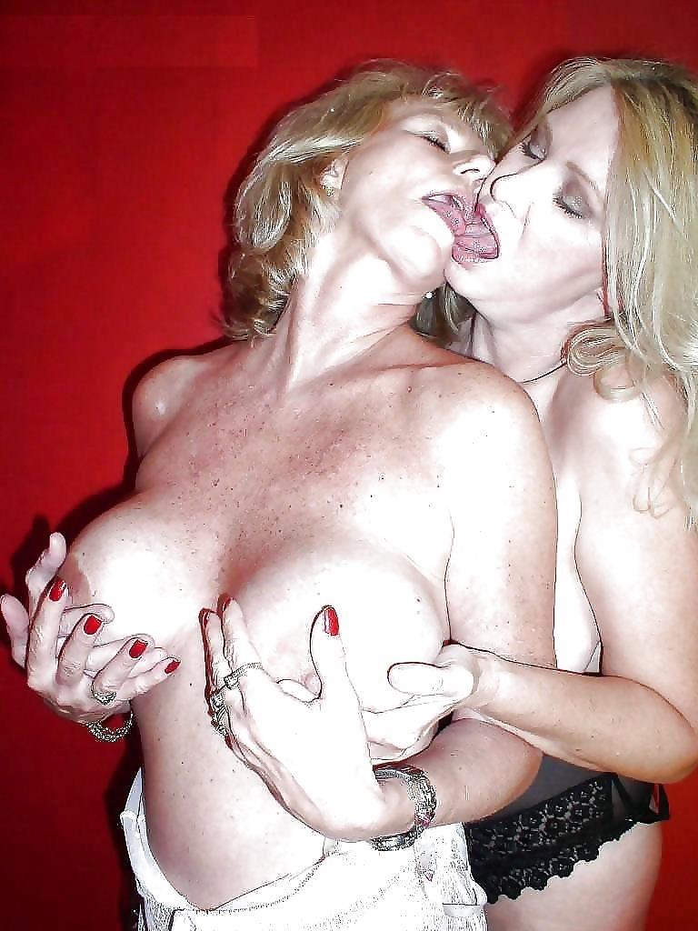 Sexy lesbians kissing-8304