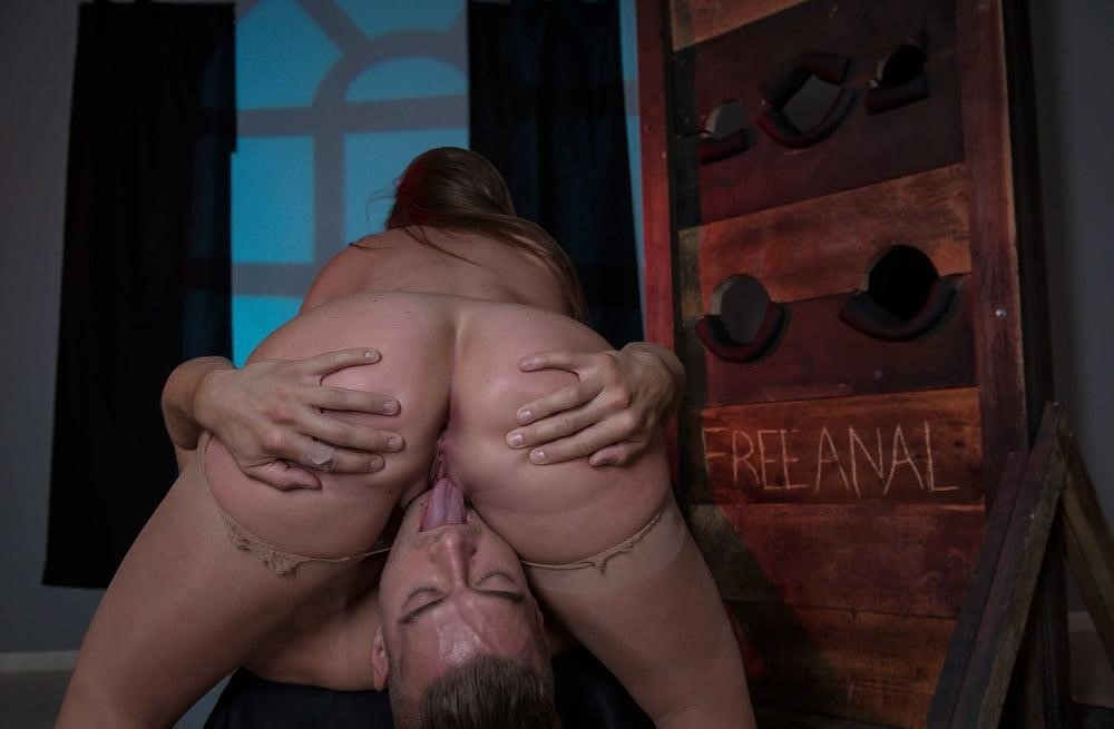 Free hot mom anal-3289
