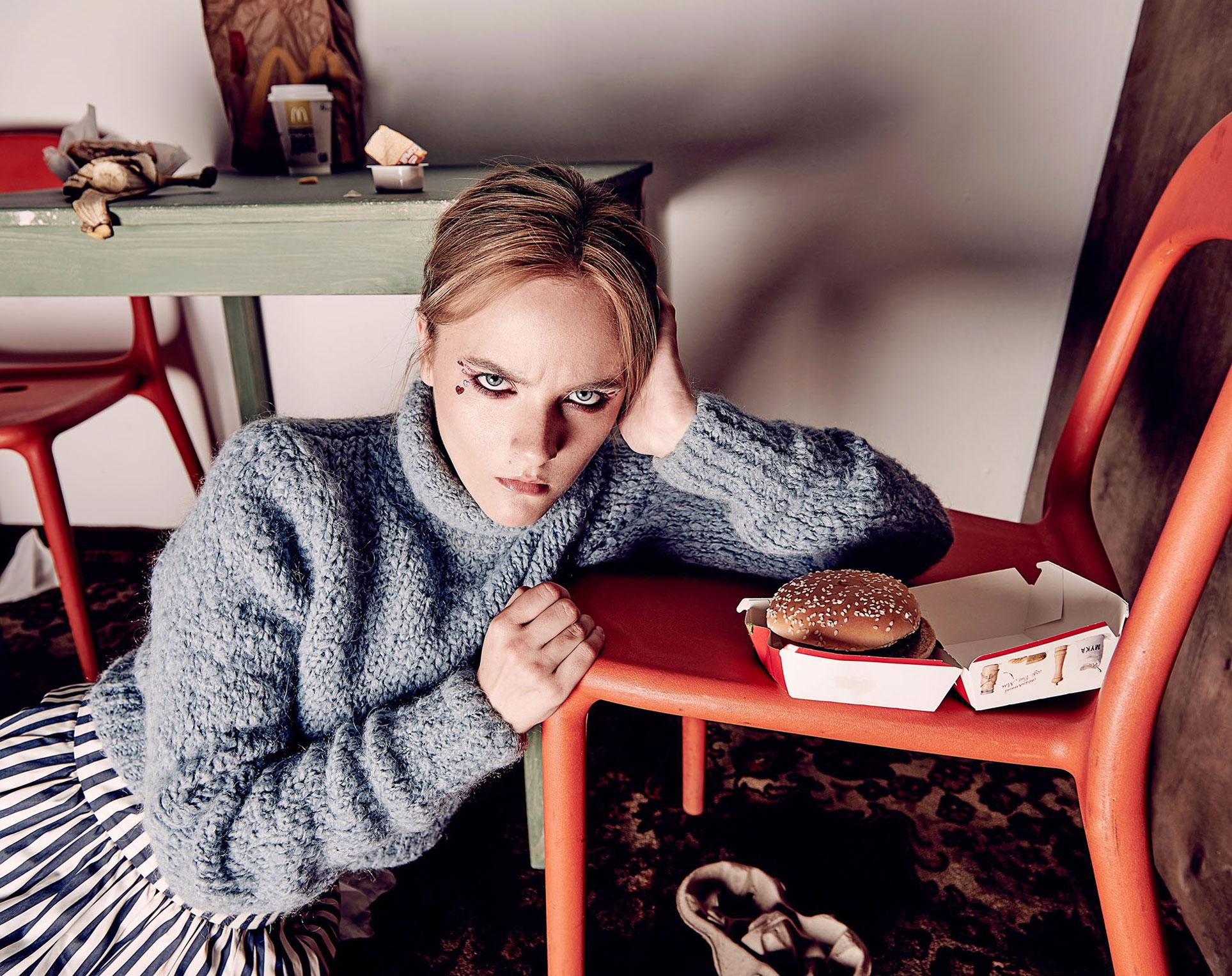 Елизавета Кашинцева и доставка из МакДональдс / фото 06