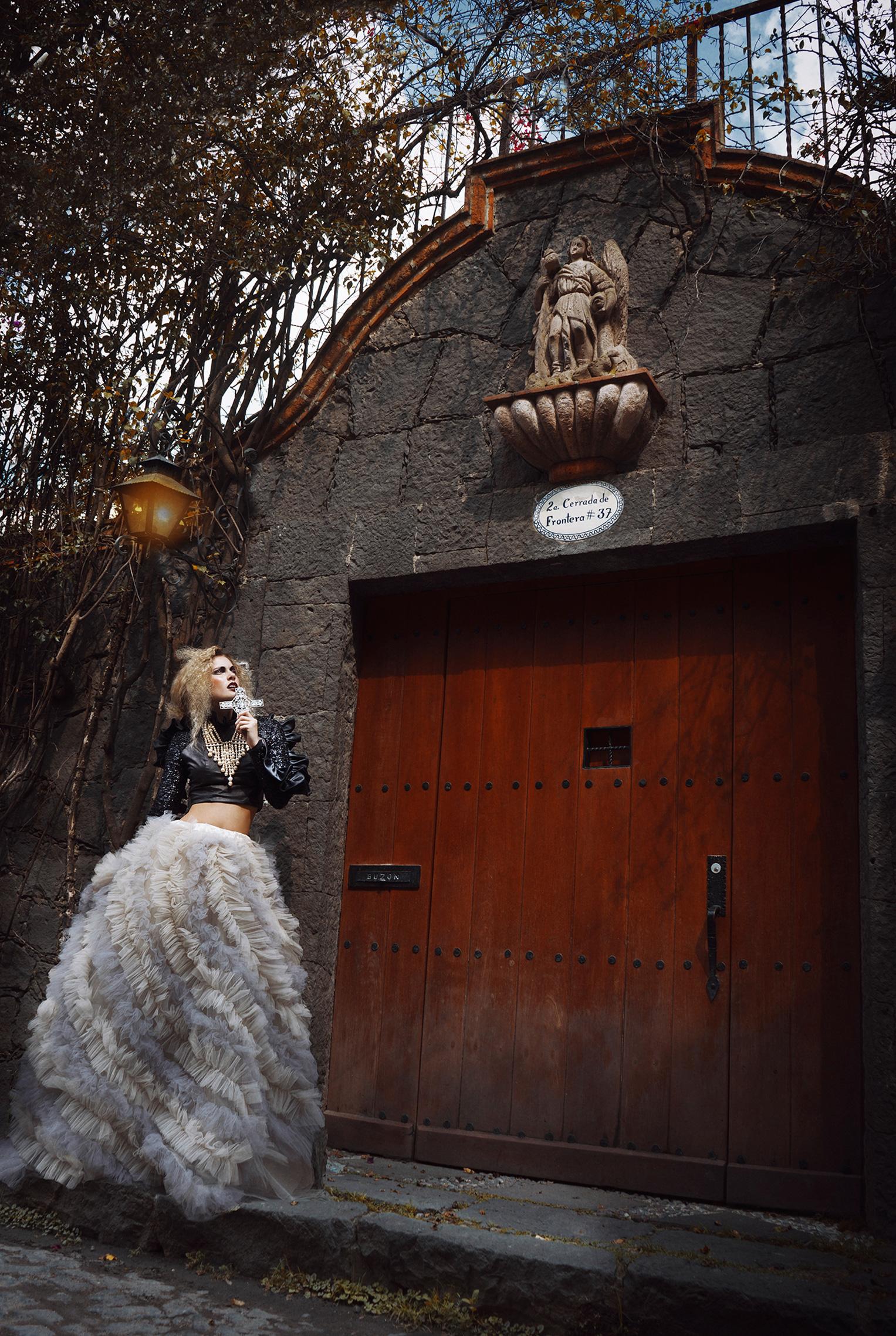 Per il Bacio di Dio - Antonela Sabate, Luiza Matyba, Brooke Register by Jvdas Berra