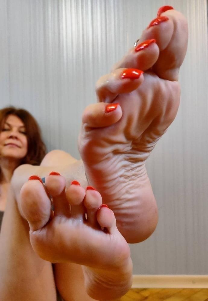 Hot feet domination-2451