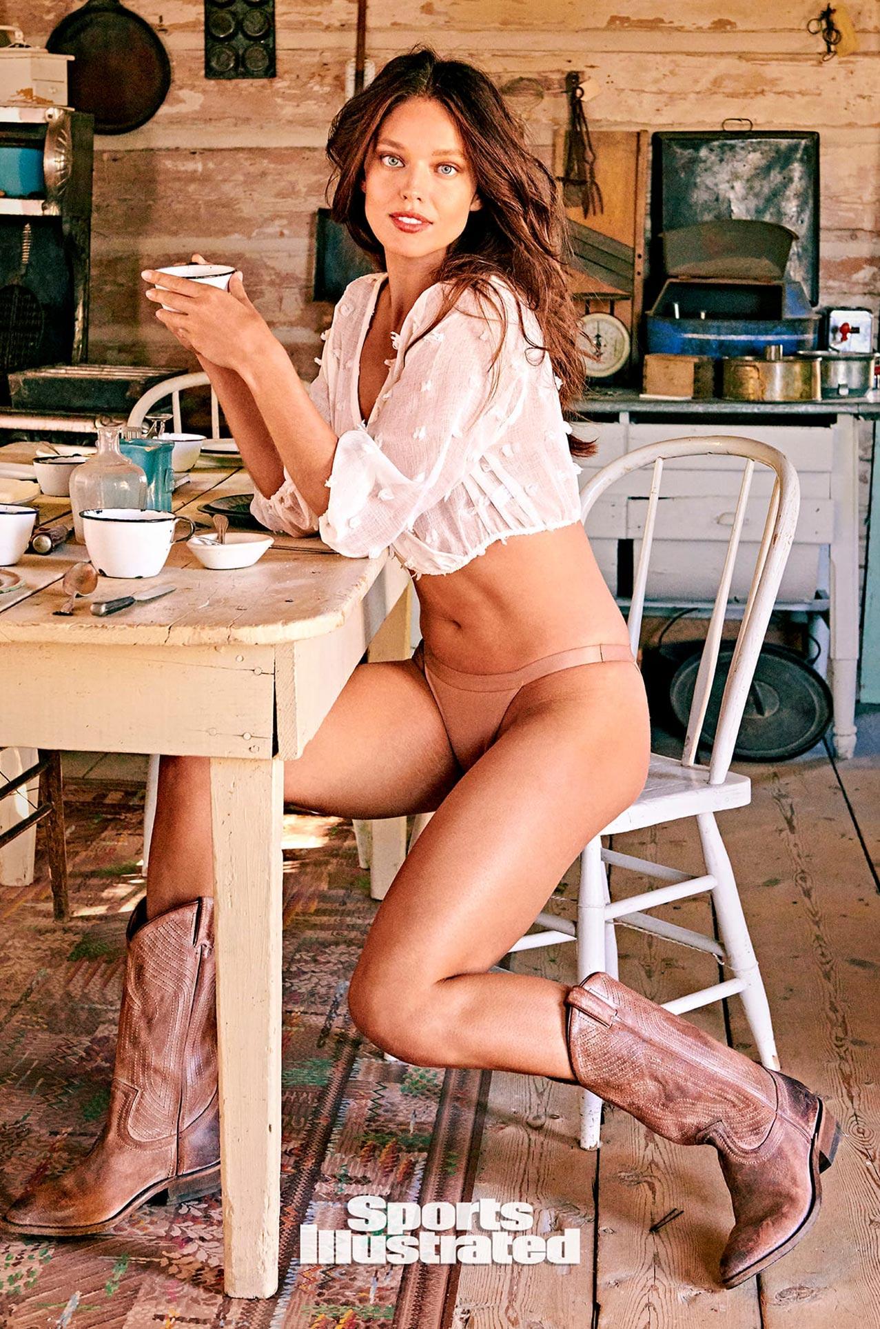 Эмили ДиДонато в каталоге купальников Sports Illustrated Swimsuit 2020 / фото 04