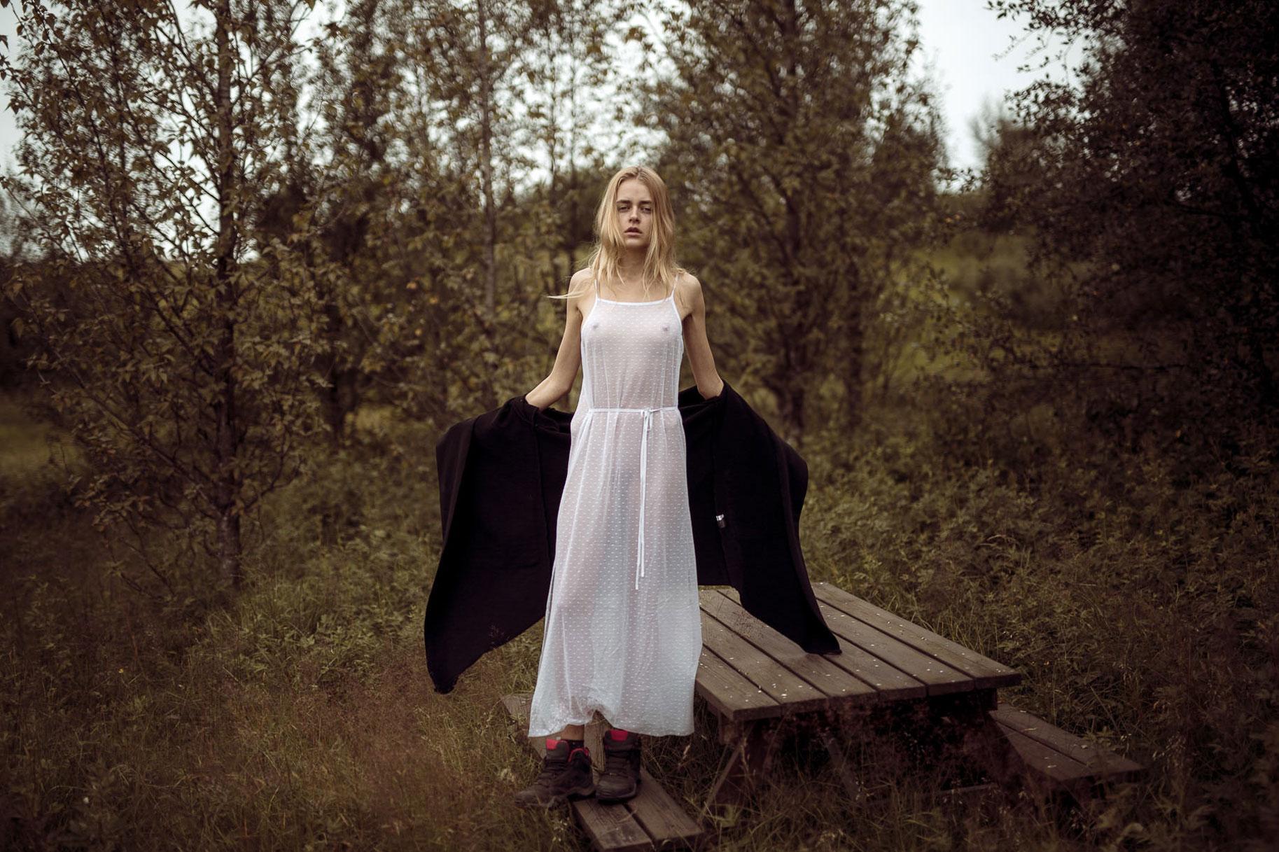 Яна Нагорняк гуляет по лесам и полям Исландии / фото 21