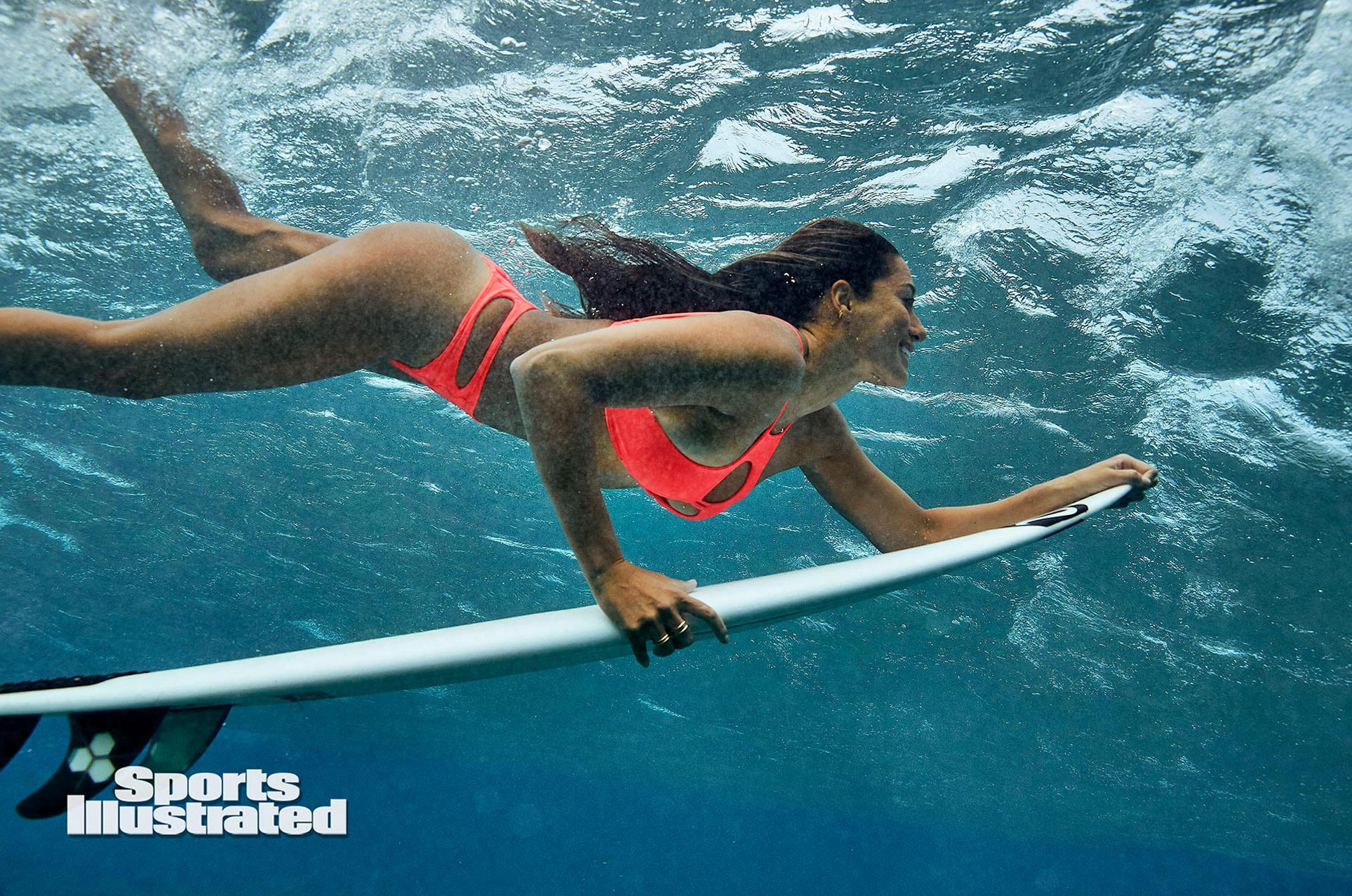 Малия Мануэль в каталоге купальников Sports Illustrated Swimsuit 2020 / фото 05