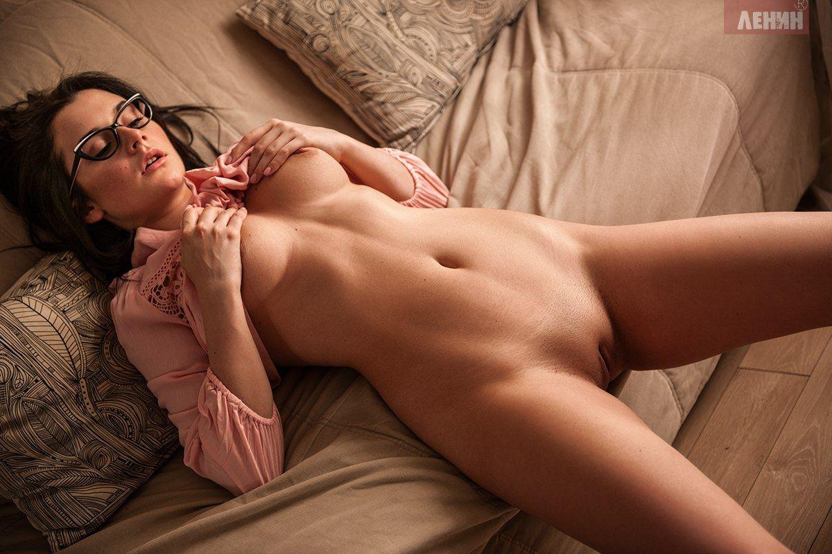 бритая сочная киска / sexy nude by Sergey Lenin
