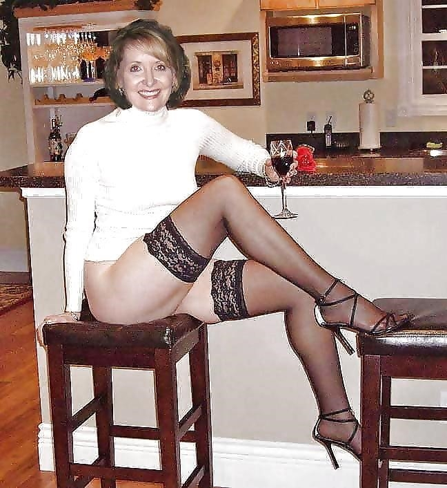 Mature women in stockings porn-9393